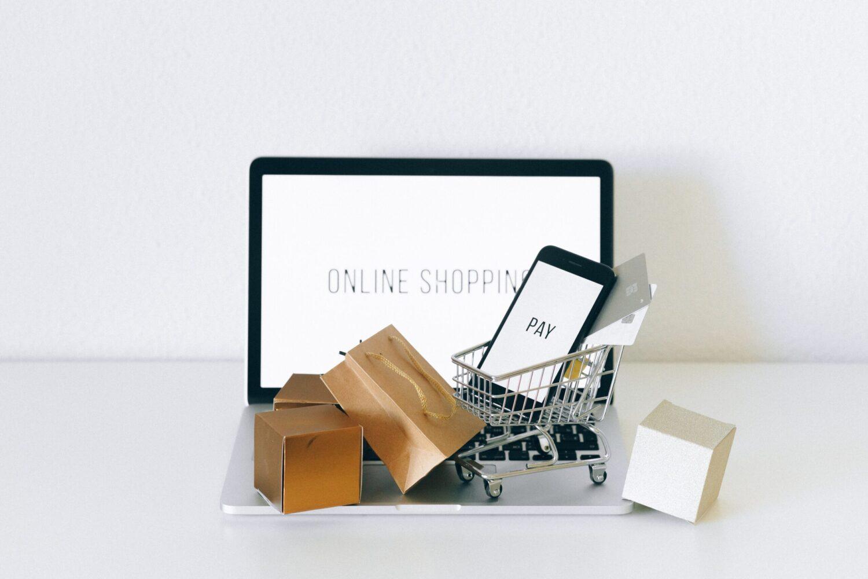 Laptop met 'online shopping'