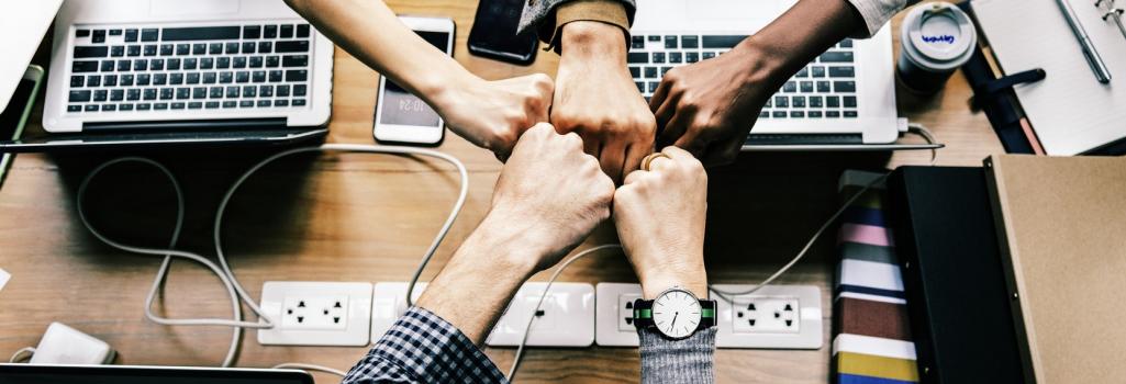 Handen bij elkaar - teamwork